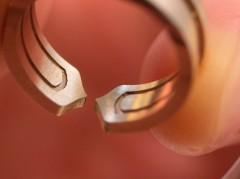 カルティエで指輪の内径加工に使用されたシューマチック社のアングルヘッド。